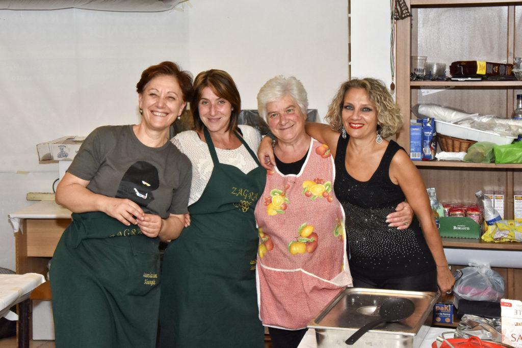 """Antonella, Francesca, Candida & Luisa nella cucina del nostro stand alla """"Sagra dell'Uva"""" 2016"""