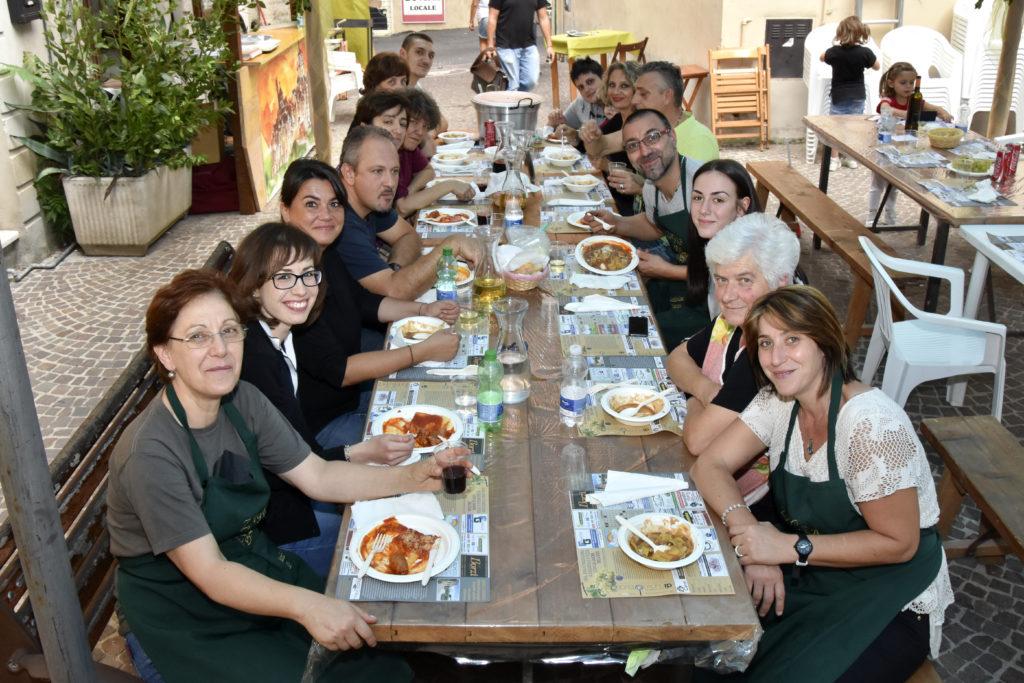 """Pausa pranzo nel nostro stand durante la """"Sagra dell'Uva"""" 2016"""